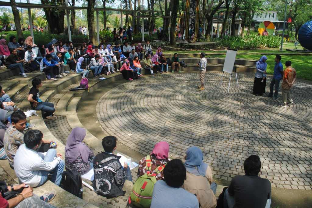 Prof. Hadi Susilo Arifin is holding a final discussion on half day workshop of  landscape ecology in Eco-Art Park Sentul City