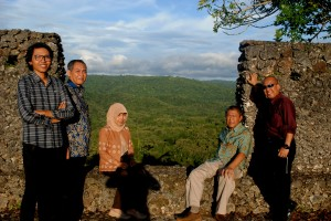 IPB research team and PNPM Pusaka Kemenkokesra Team in Baadia Fort in Baubau City