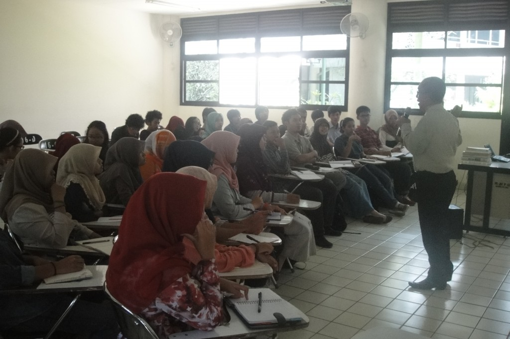 The first class meeting of Landscape Management Course for Morning Parallel Class September 4, 2014