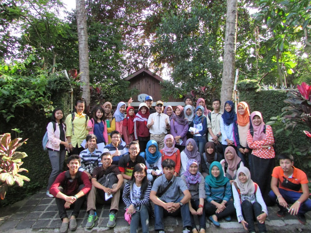 Group picture of Agricultural Landscape Class Students after they had got a mini workshop in Laladon Permai